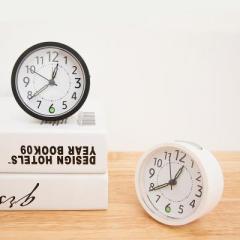 日式簡約數字帶夜光床頭靜音鬧鐘--白色