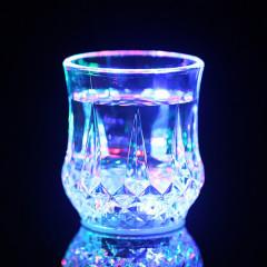遇水闪光杯 自动变色杯 创意啤酒杯定制 巴西客户喜欢什么礼品