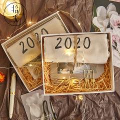 创意2020布面日历集锦礼盒装 挂历日历定制 员工春节礼品
