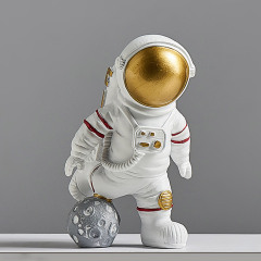 踢球的宇航员 创意树脂桌面摆件定制 礼品在线定制