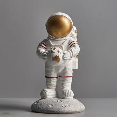 抱地球的宇航员 创意树脂桌面摆件定制 环保宣传礼品